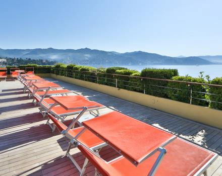 Relax on the terrace with swimming pool and Jacuzzi